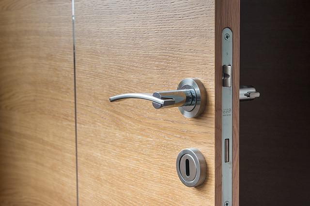 Kvalitní dveřní kování a klika